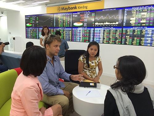 Thị trường chứng khoán Việt nam kỳ vọng sẽ thu hút thêm nhiều nhà đầu tư ngoại Ảnh: HỒNG THÚY