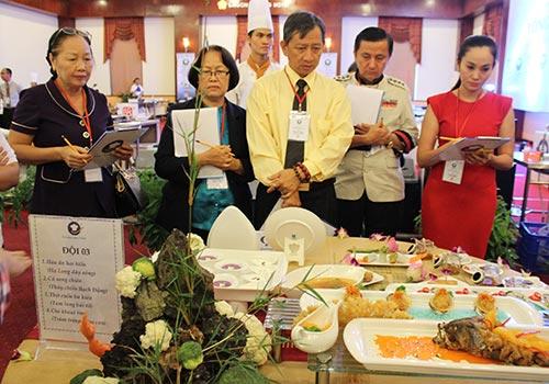 Ban Giám khảo chấm thi đội số 03 - Novotel Hạ Long