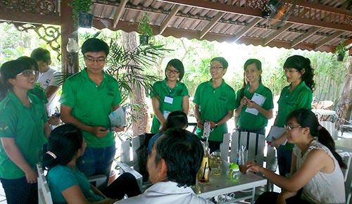 Các sinh viên tham gia một buổi thảo luận nhóm trong khuôn khổ chương trình