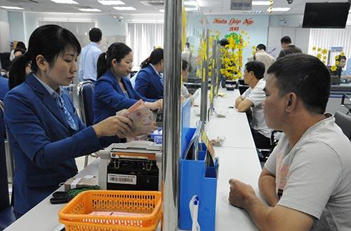 Nhiều ngân hàng hạ lãi suất tín dụng về 8% cho khách hàng sản xuất, kinh doanh ngành hàng nông nghiệp thủy sản  Ảnh: Hồng Thúy