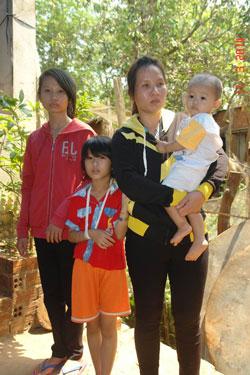 Mẹ con chị Nguyễn Thị Nga
