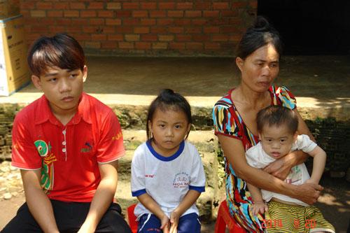 Bốn mẹ con chị Nguyễn Thị Hường