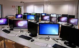 Công nghệ thông tin đóng vai trò quan trọng trong hoạt động kinh doanh, tăng năng suất lao động. (Ảnh chỉ có tính minh họa) Ảnh: INTERNET