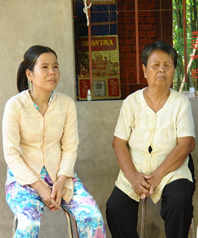 Bà Nguyễn Thị Bảy và con gái