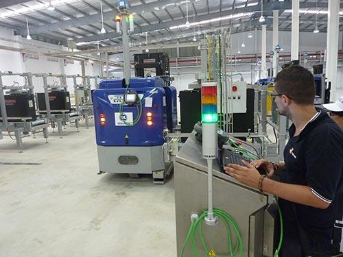 Nhà máy sữa hiện đại của Vinamilk tại Bình Dương được vận hành bằng robot