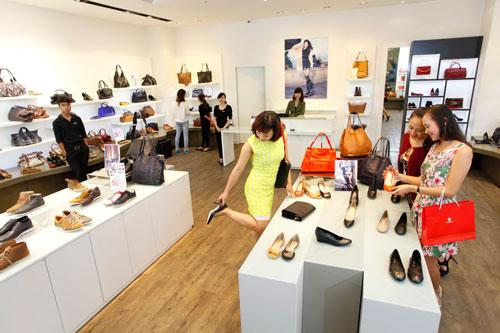 """""""Thiên đường mua sắm"""" tại Trung tâm thương mại Vincom Center Hạ Long là nơi hội tụ hàng loạt thương hiệu uy tín, nổi tiếng trong nước và quốc tế, giúp khách hàng tha hồ mua sắm"""