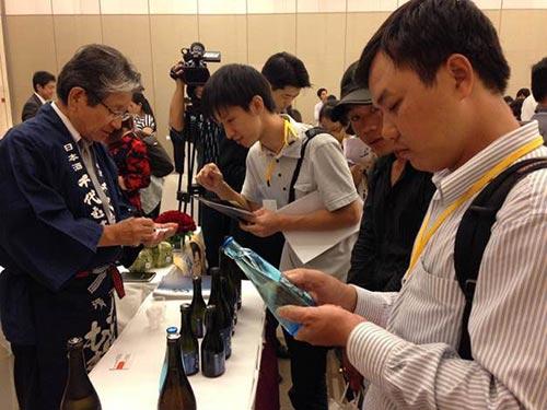Doanh nghiệp Nhật giới thiệu sản phẩm tại một buổi kết nối ở TP HCM