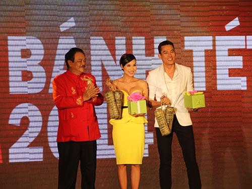 Người mẫu Lê Trung Cương và ca sĩ Khánh Ngọc đoạt danh hiệu gói bánh tét đẹp nhất