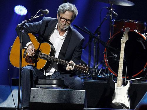 Nam ca sĩ Eric Clapton biểu diễn trong một chương trình từ thiện ở Mỹ Nguồn: Reuters