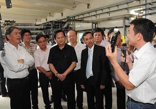 Đoàn của Bộ Tài nguyên và Môi trường đi thăm Khu Liên hợp Xử lý chất thải Đa Phước Ảnh: HỒNG THÚY