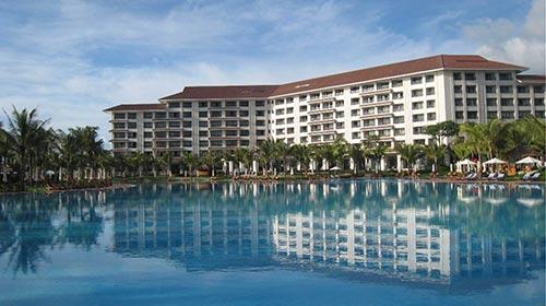 được thiết kế độc đáo hình vòng cung, tầm nhìn hướng ra biển, hồ bơi rộng hơn 5.000 m2 tại Vinpearl Phú Quốc được lựa chọn là nơi tổ chức vòng thi Người đẹp biển