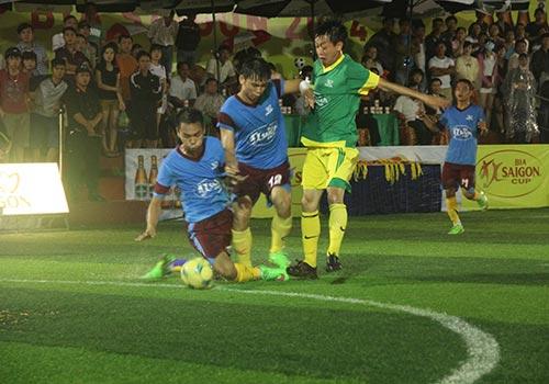 Các trận đấu giải bóng đá mini cúp Bia Sài Gòn 2014 diễn ra hấp dẫn ngay từ ngày đầu