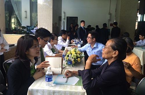 Chương trình tư vấn vay vốn mua nhà do Vietcombank và Công ty CP Đầu tư Nam Long tổ chức thu hút nhiều người dân tham dự