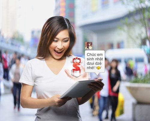Khách hàng sử dụng dịch vụ mới Mobile Banking của Techcombank có thể chuyển và nhận tiền từ Facebook và Google + hoặc SMS