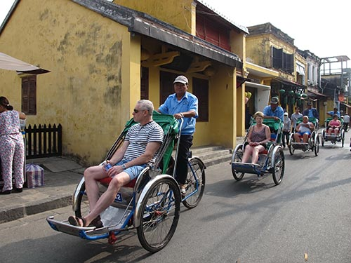 Du khách tham quan phố cổ Hội An, tỉnh Quảng Nam Ảnh: THẢO NGUYÊN