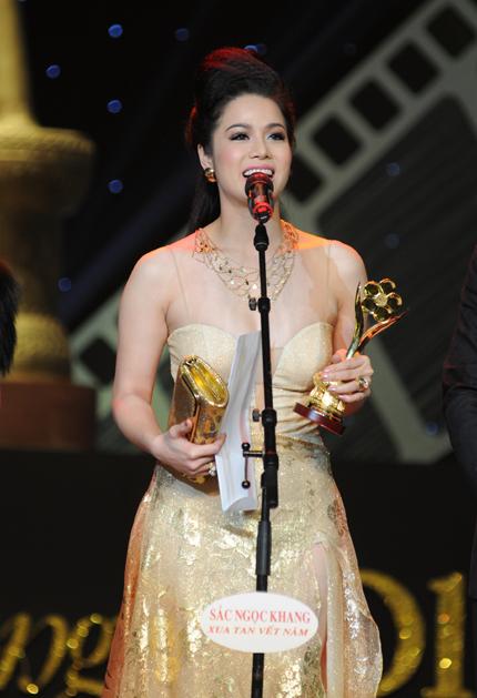 Nhật Kim Anh nhận giải Mai vàng năm 2011