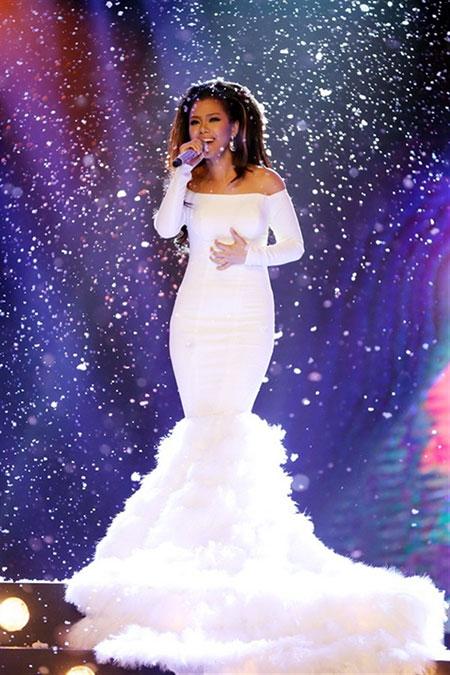 Ca khúc The power of the dream trong phần đơn ca đã mang đến chiến thắng Tuyệt đỉnh tranh tài 2014 cho ca sĩ Phương Vy.