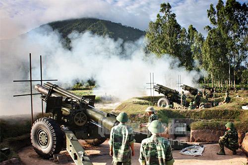 Pháo của Lữ đoàn 6 (Quân khu 9) nhả đạn.