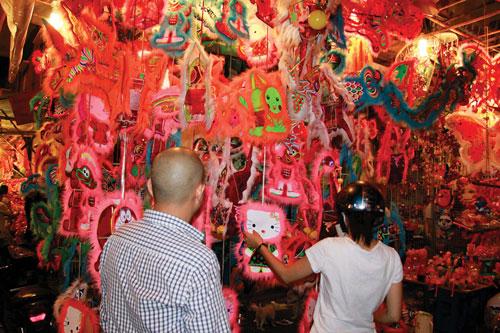 Lồng đèn - đường Lương Nhữ Học, quận 5, TP HCM Ảnh: HOÀNG TRIỀU