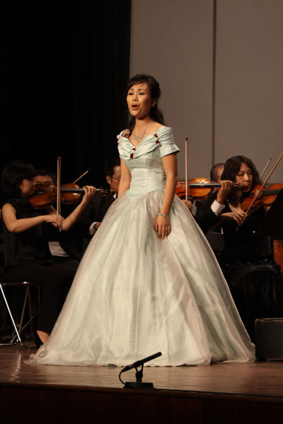 Nữ ca sĩ Hàn Quốc Cho Hae Ryong biểu diễn trong chương trình chào mừng lễ hội văn hóa Hàn Quốc tại TP HCM ở Nhà hát TP năm 2010. (Ảnh do nhân vật cung cấp)