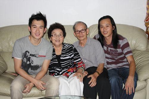 Bố, mẹ và anh em Hoài Linh - Dương Triệu Vũ (Ảnh lấy từ Facebook)