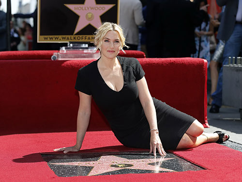 Kate Winslet cùng ngôi sao mang tên mình trên Đại lộ Danh vọng Hollywood  Nguồn: REUTERS