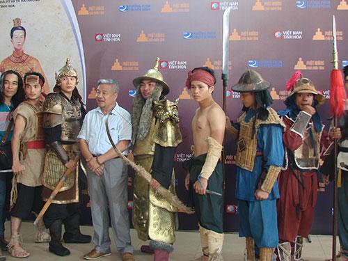 Đoàn làm phim giao lưu tại TP HCM vào sáng 9-8