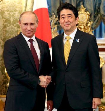 Thủ tướng Nhật Bản Shinzo Abe (phải) đã hủy kế hoạch gặp mặt Tổng thống Nga Vladimir Putin(trái). Ảnh: Konserwatyzm