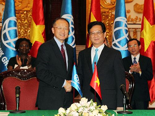 Thủ tướng Nguyễn Tấn Dũng và Chủ tịch Ngân hàng Thế giới Jim Yong Kim Ảnh: TTXVN