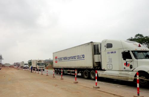 Quốc lộ 1 A, đoạn qua huyện Cẩm Xuyên bị ách tắc gần 10 km trong nhiều giờ