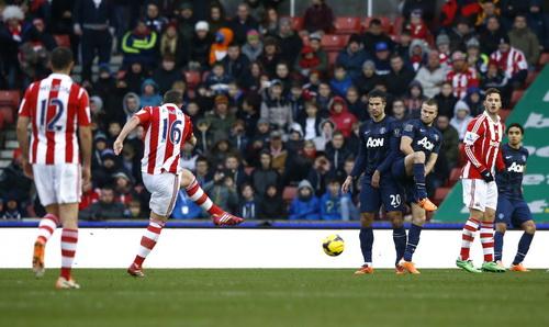 Adam ghi bàn thứ nhì cho Stoke