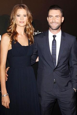 """Adam Levine kết hôn cùng """"chân dài"""" Behati Prinsloo"""