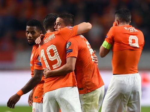 Klaas Hunterlaar (19) san bằng cách biệt cho Hà Lan