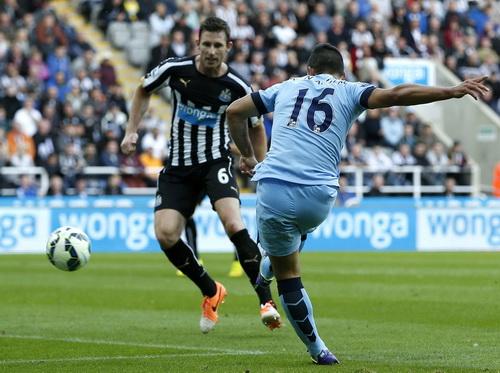Sergio Aguerro ghi bàn thắng thứ nhì phút bù giờ