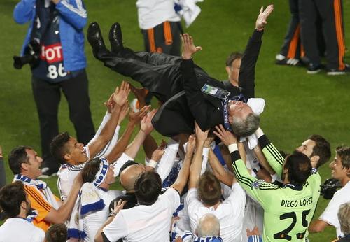 HLV Ancelotti cũng làm nên lịch sử ở Champions League