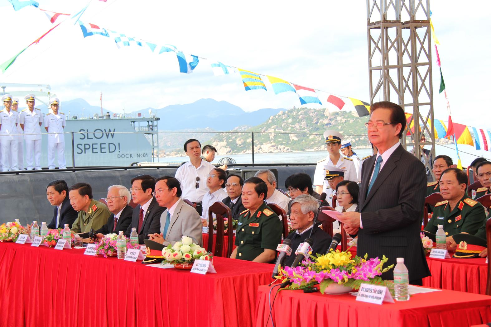 Thủ tướng Nguyễn Tấn Dũng phát biểu tại buổi lễ thượng cờ