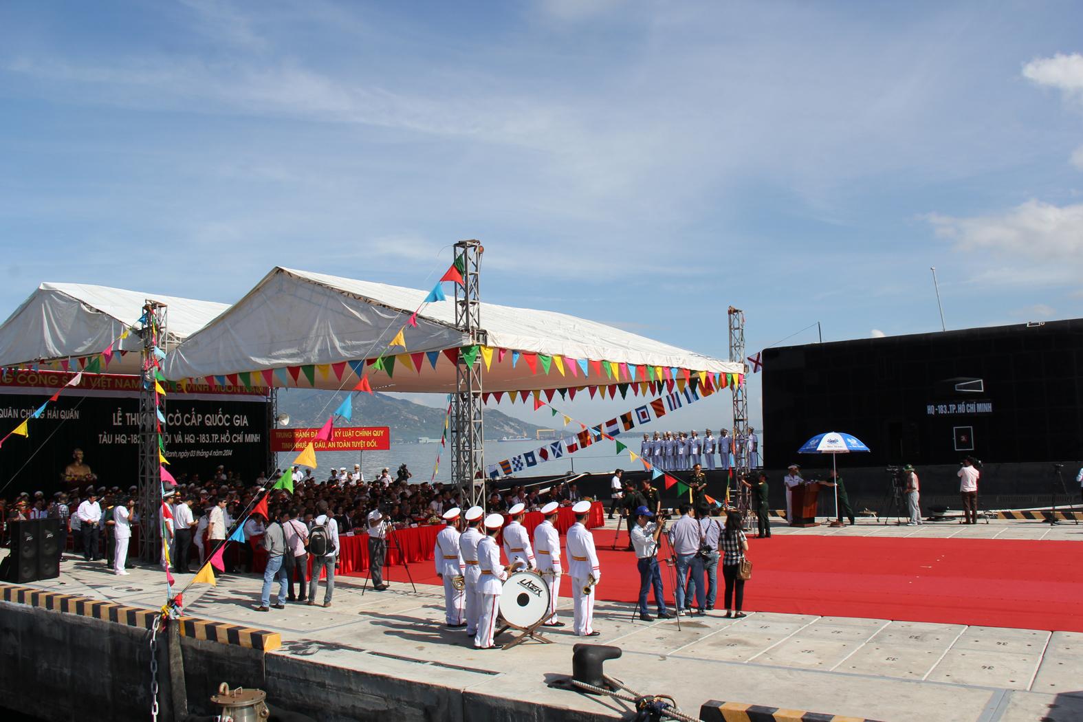 Toàn cảnh buổi lễ chụp từ tàu HQ-182 Hà Nội