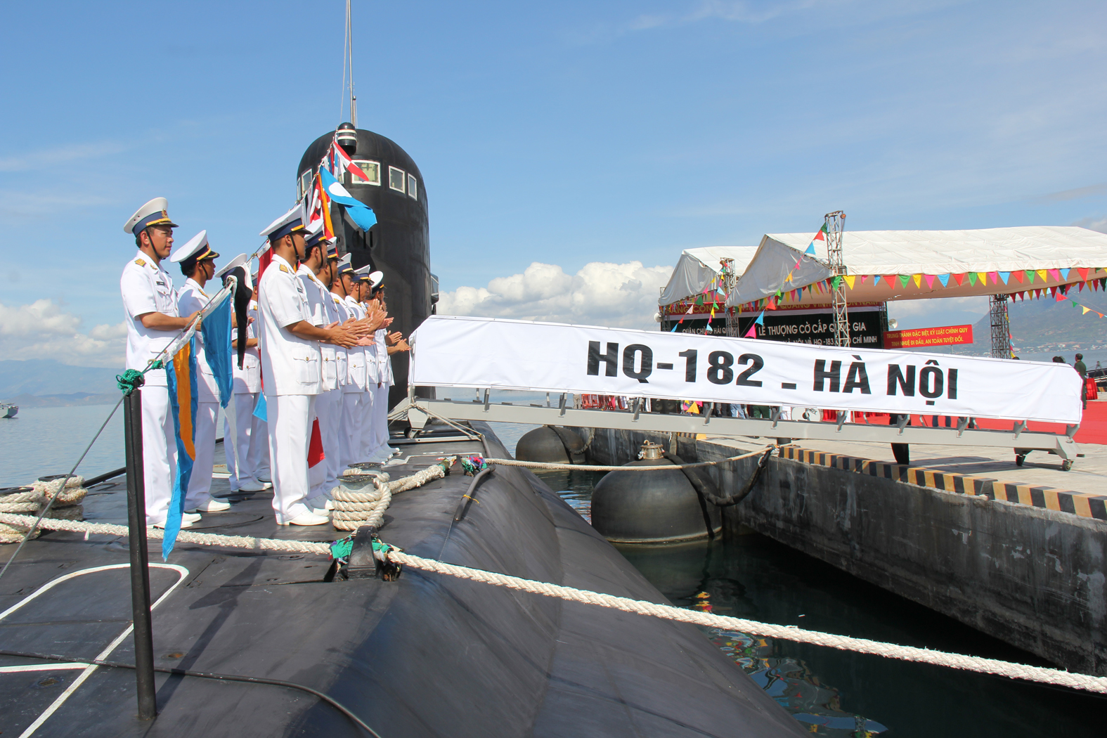 Đội hình cán bộ thủy thủ tàu HQ-182 Hà Nội