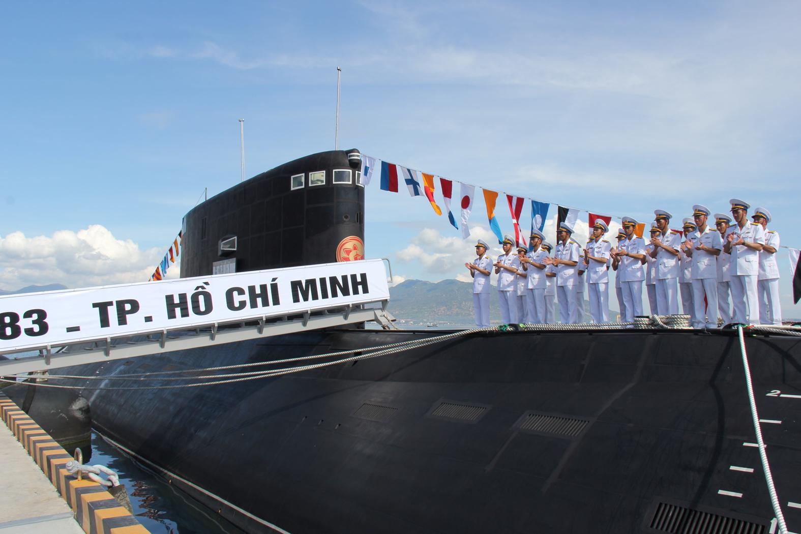 Đội hình cán bộ thủy thủ tàu HQ-183 TP Hồ Chí Minh