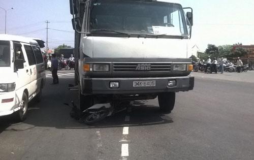 Hiện trường vụ tai nạn giao thông làm nhân viên bảo vệ chết thảm