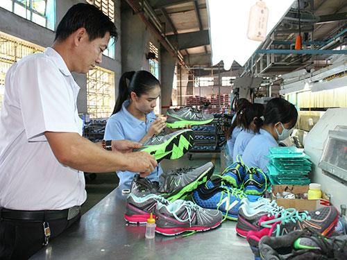 Nghĩa vụ của công nhân là tập trung làm việc và hỗ trợ doanh nghiệp phát triển ổn định    ẢNH: AN KHÁNH