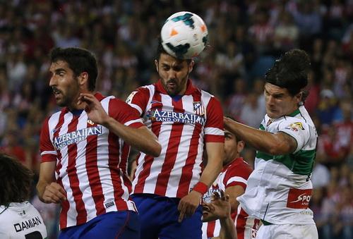 Tranh chấp quyết liệt giữa các cầu thủ hai đội