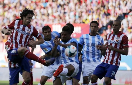 Tiago (Atletico) xông xáo trước hàng thủ Malaga
