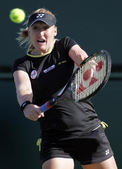 Elena Baltacha ở Wimbledon 2002