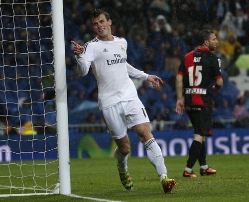 Gareth Bale lập công với một cú đúp