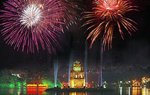 Hồ Hoàn Kiếm lung linh chào đón năm mới Giáp Ngọ 2014