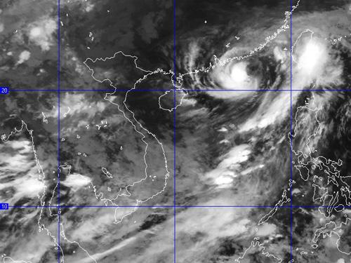 Ảnh chụp mây vệ tinh bão số 1 lúc 10 giờ ngày 15-6 - Nguồn: Trung tâm dự báo khí tượng thủy văn Trung ương