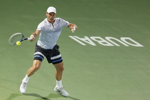 Berdych dẫn trước một ván nhưng vẫn để thua chung cuộc trước Federer