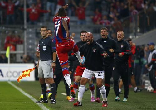 Boateng vui mừng sau bàn thắng quyết định số phận trận đấu