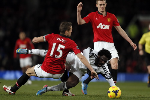 Wilfried Bony luôn là mối đe dọa khung thành Man United